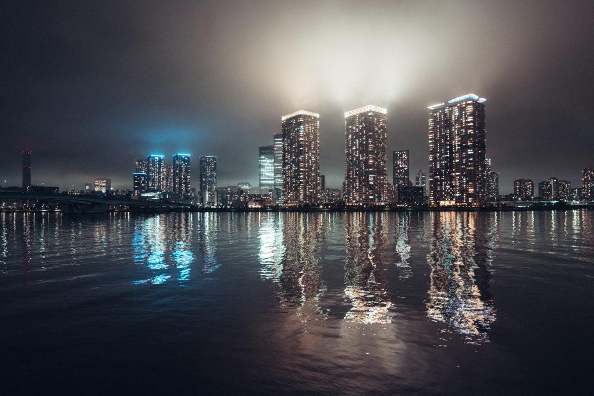 晴海運河で過去いち幻想を感じた雨上がりの夜